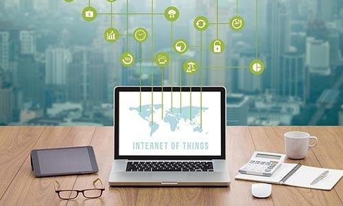 ordinateur affichant un site web