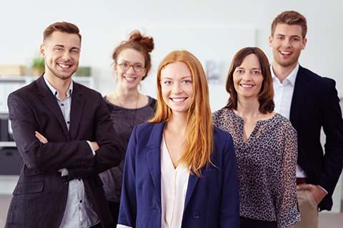Equipe jeune de 5 personnes